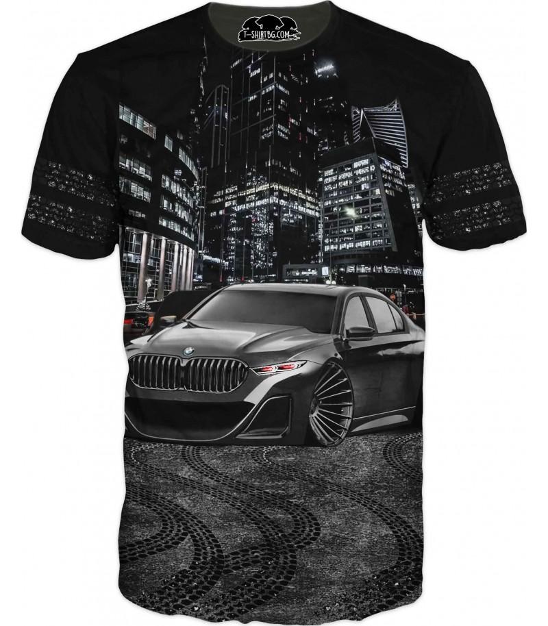 Автомобилна тениска с БМВ в града